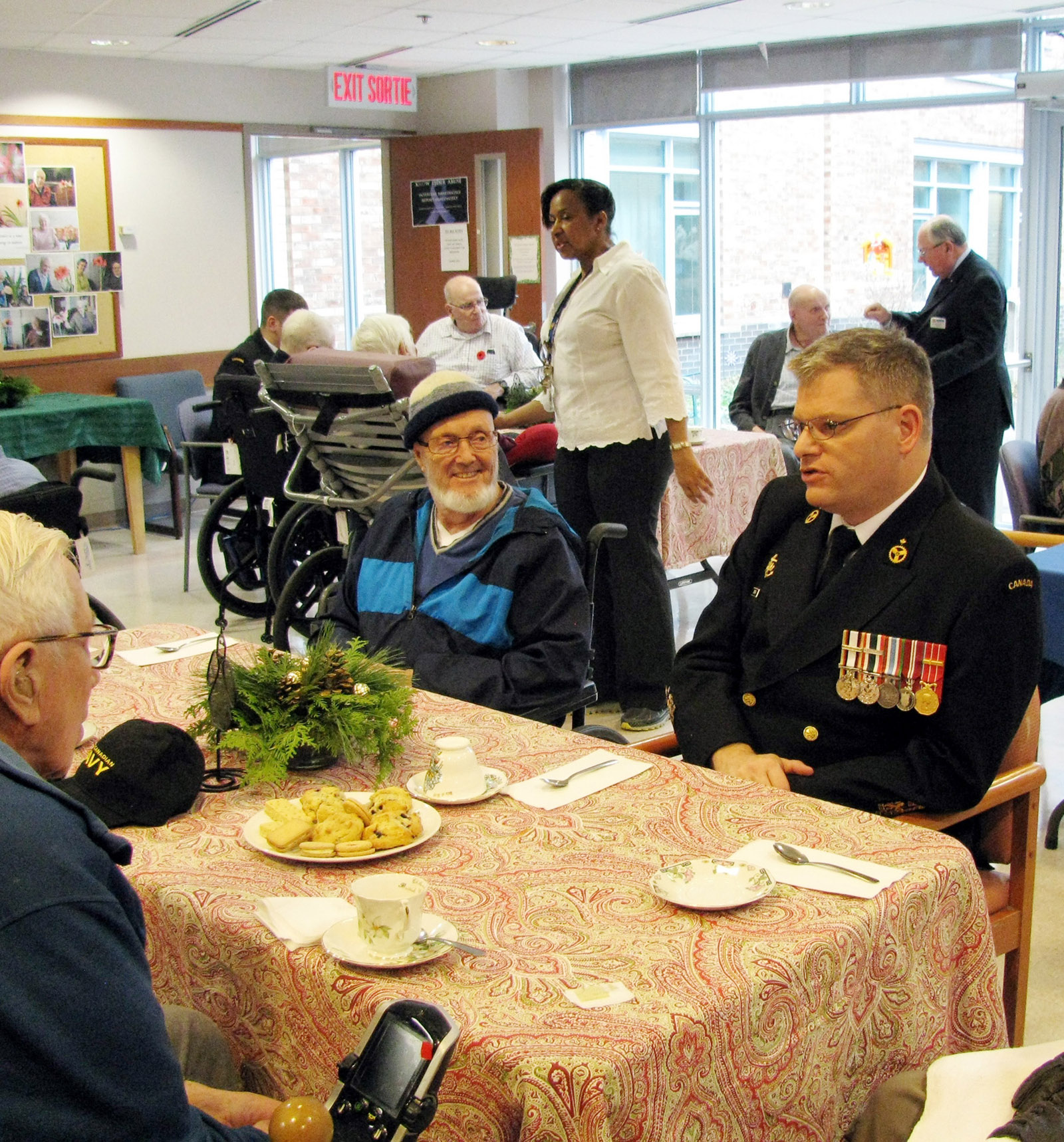 A crew member from HMCS Ottawa speaks with residents at the Perley and Rideau Veterans' Health Centre.
