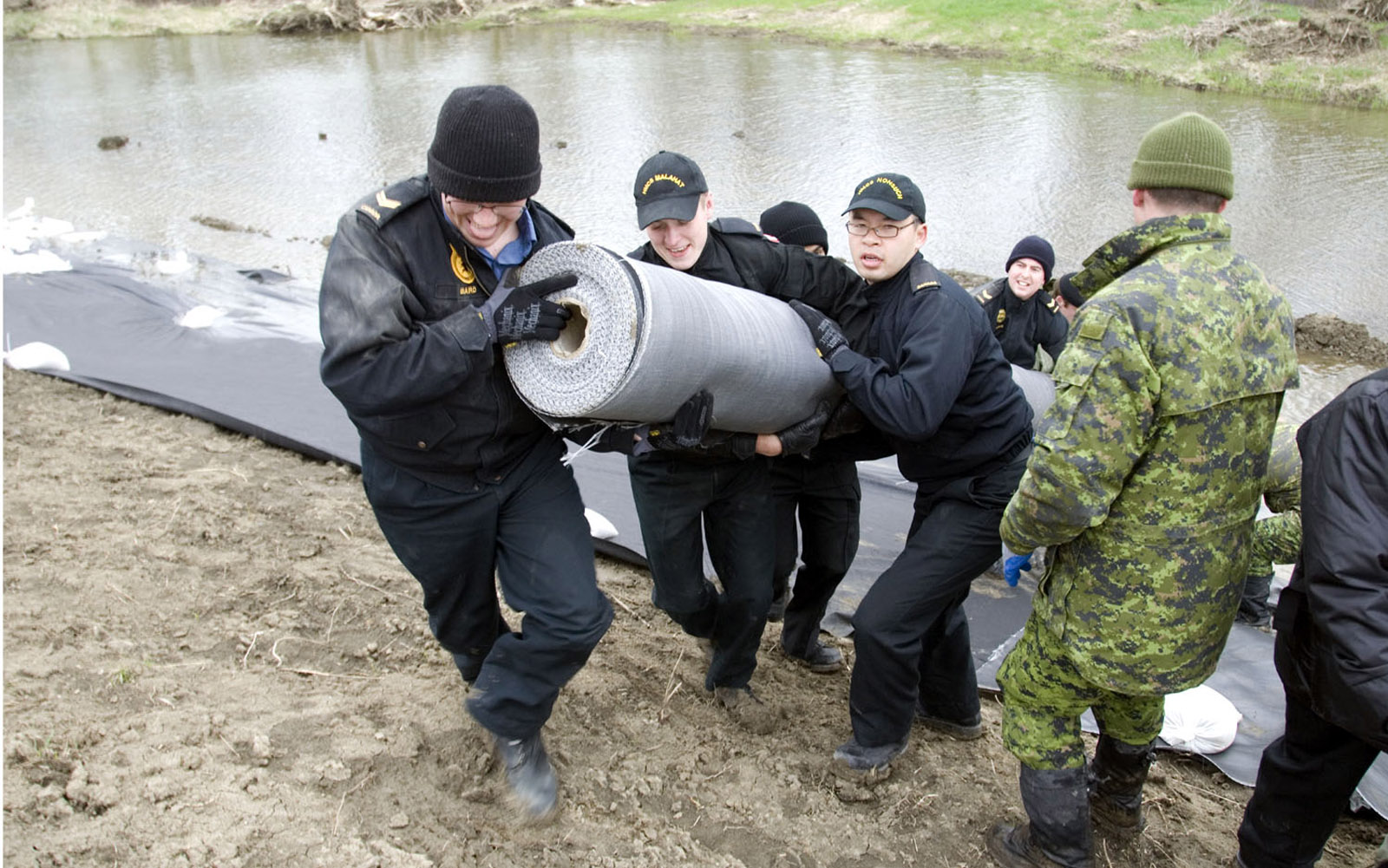 Sailors from Naval Reserve Divisions have assisted fellow Canadians after devastating floods.